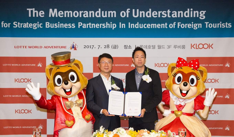 klook trở thành đối tác chính thức với lotte world: ký kết bản ghi nhớ tương tác