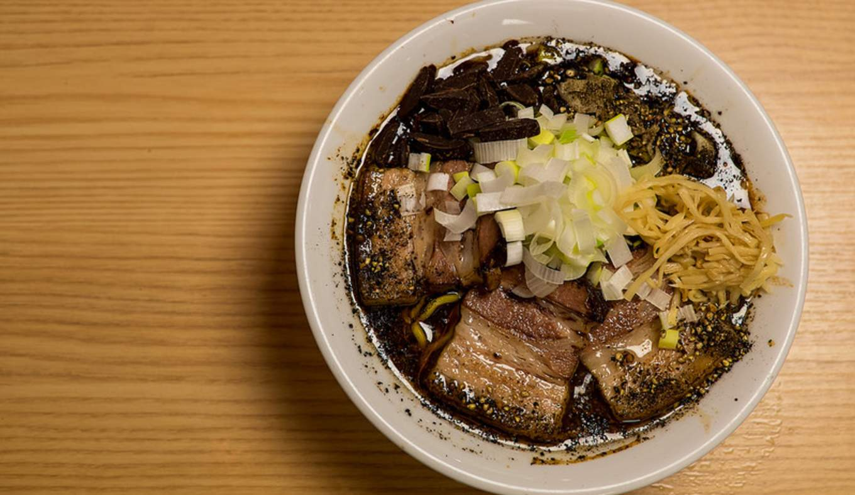 ramen socola là một trong những món ăn kết hợp hương vị kỳ cục nhất ở Nhật Bản