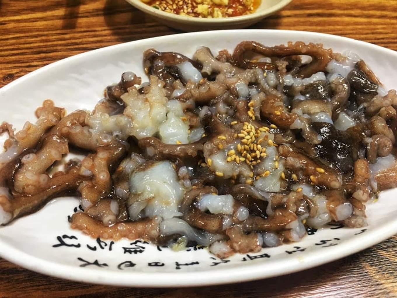 bạch tuộc sống là một tinh hoa ẩm thực seoul