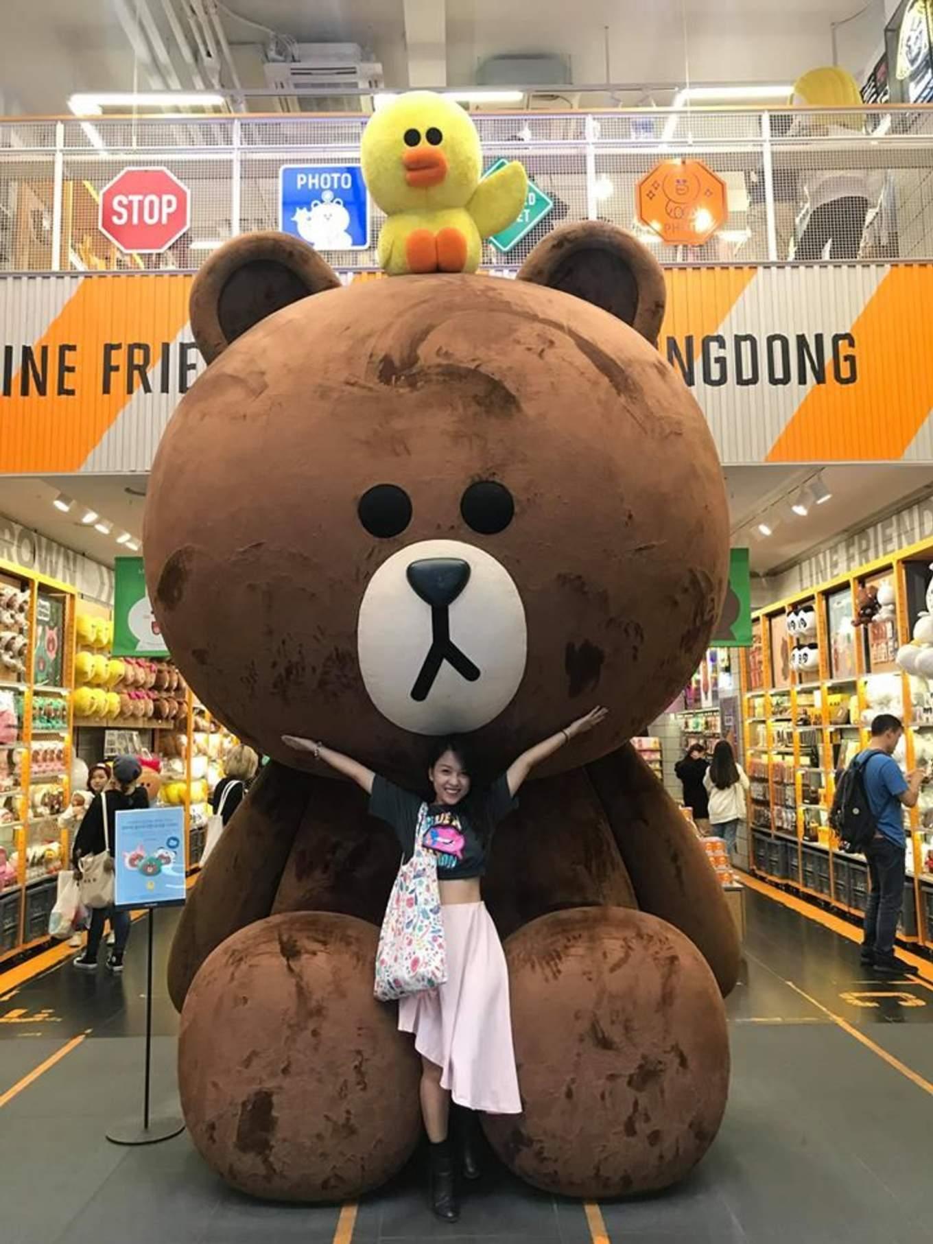 khu myeongdong là một trong những nơi mua sắm ở seoul