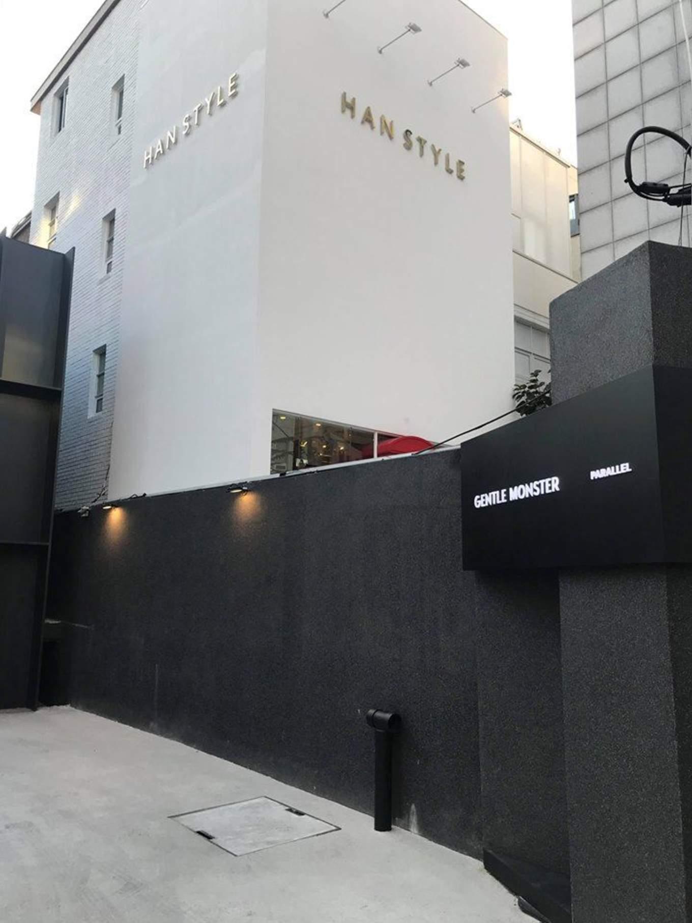 gentle monster là một nơi mua sắm ở seoul chuyên về kính mắt