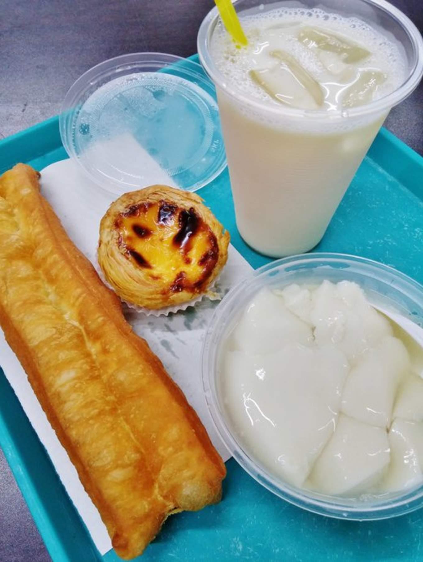 ăn nhiều món ngon trong lịch trình du lịch singapore - malaysia cho gia đình