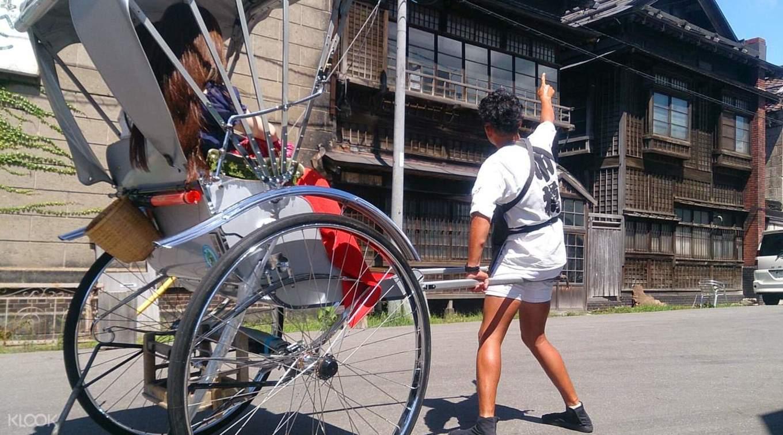 khám phá đường phố otaru bằng xe kéo trong lịch trình du lịch sapporo bằng JR Pass