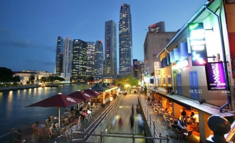 thưởng thức bữa tối tại boat quay trong lịch trình du lịch singapore - malaysia cho gia đình