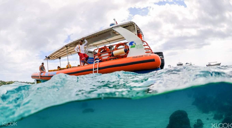 đi thuyền trên biển tại bali