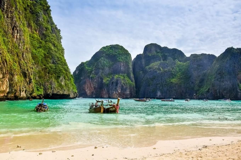 bãi biển tại quần đảo phi phi
