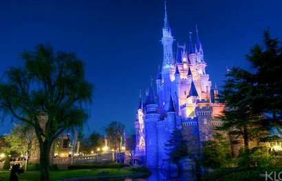 Pilih Mana: Disneyland, Disneysea, atau Universal Studios Japan?