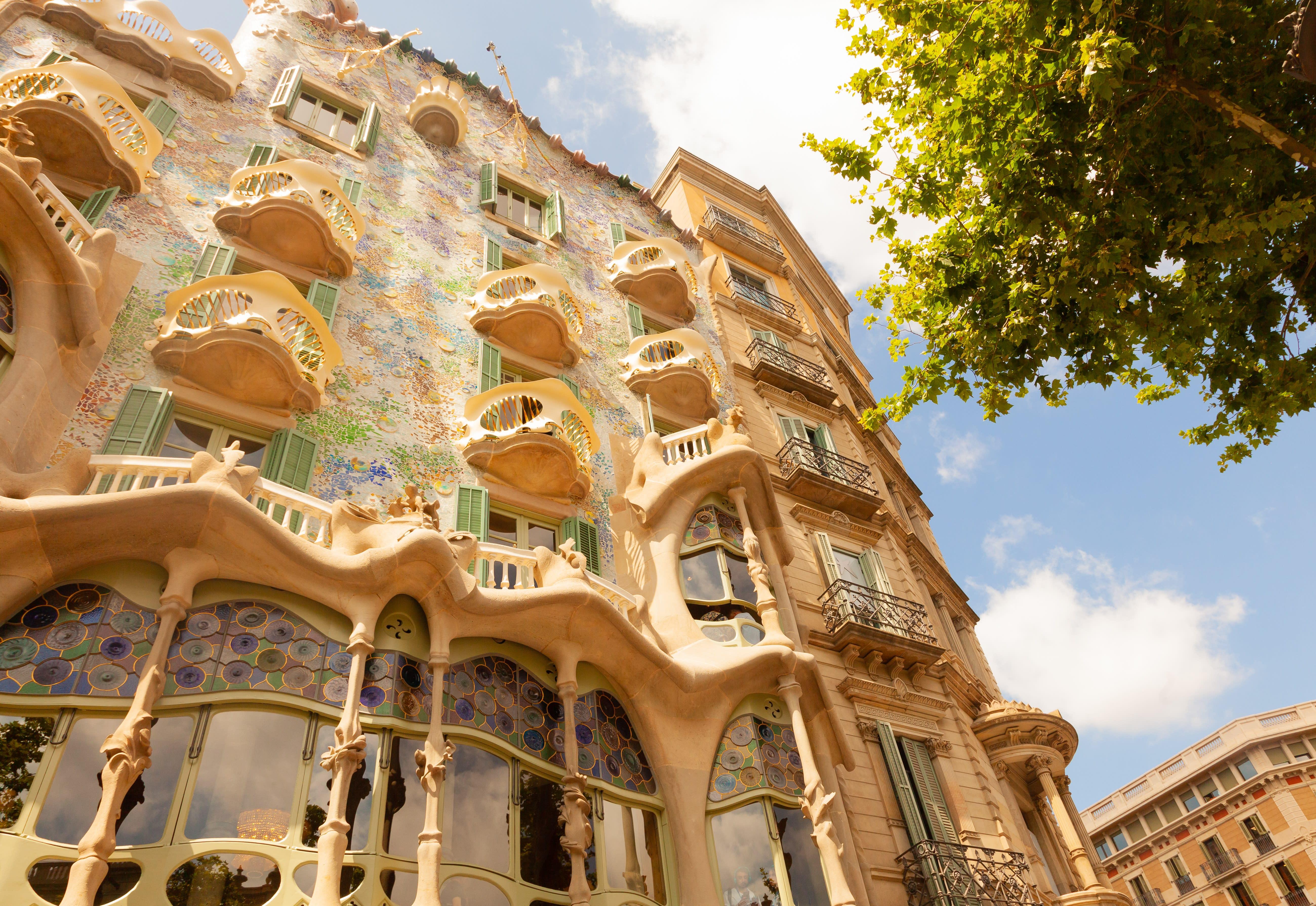 2.-Gaudi-Photo-by-Duncan-Kidd-on-Unsplash