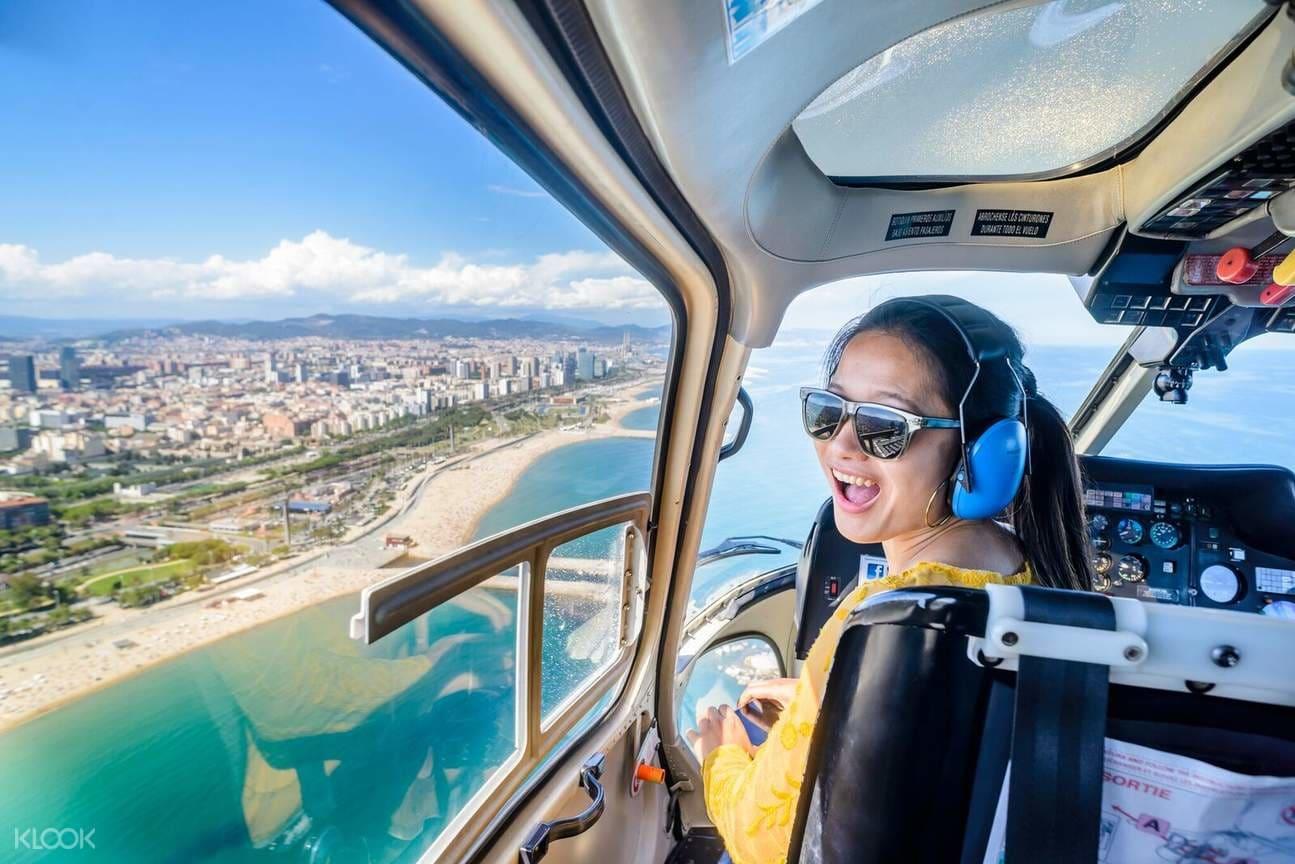 BarcelonaSkywalkCombo_HelicopterflightWalkingTourBoatTrip