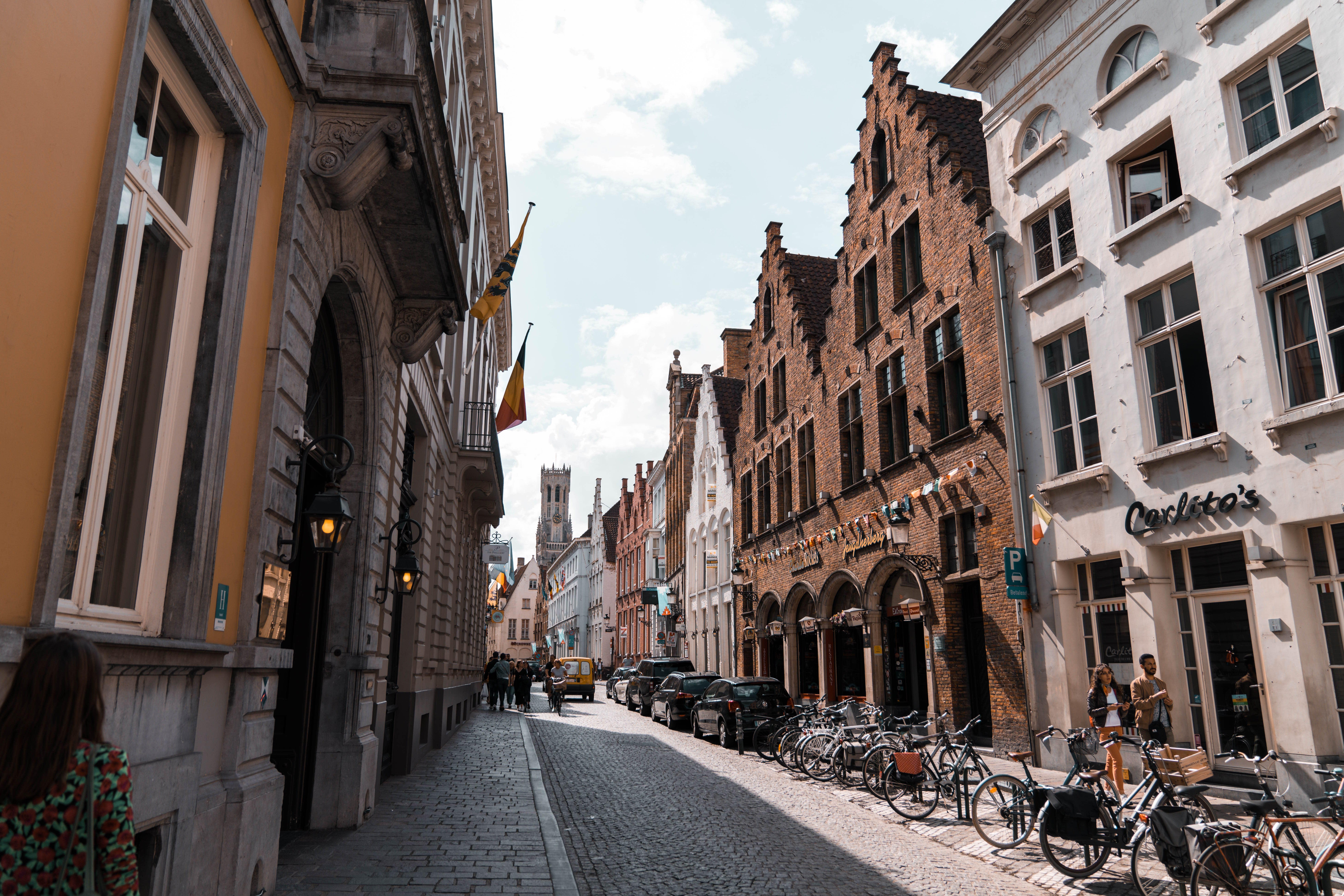 Bruges-Daniël-van-der-Kolk-on-Unsplash
