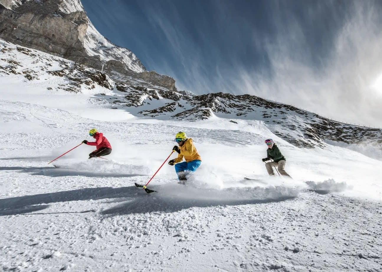 สกีภูเขาน้ำแข็ง switzerland
