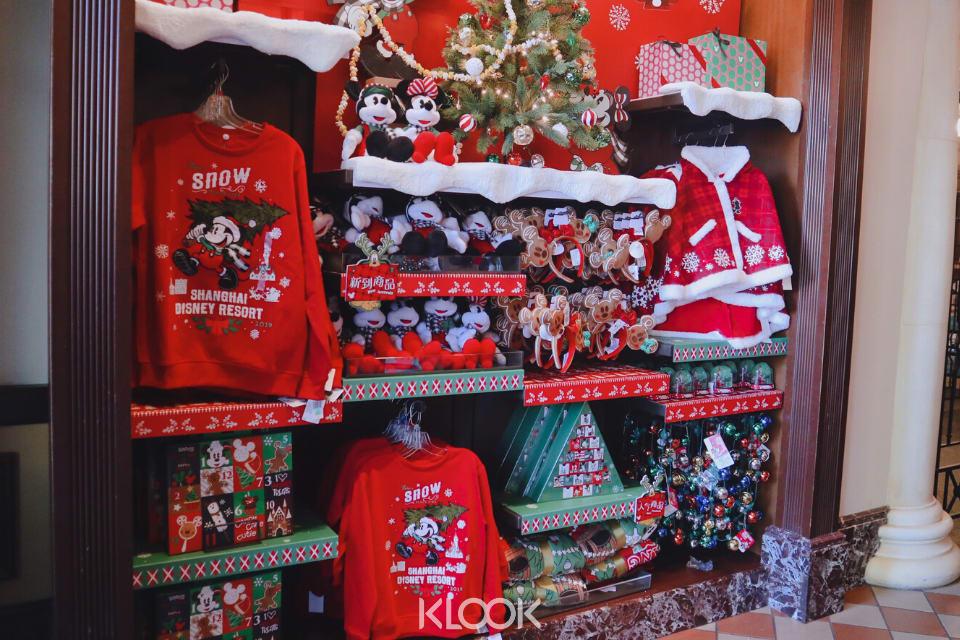 shanghai-disneyland-merchandise-christmas-2019 mickey