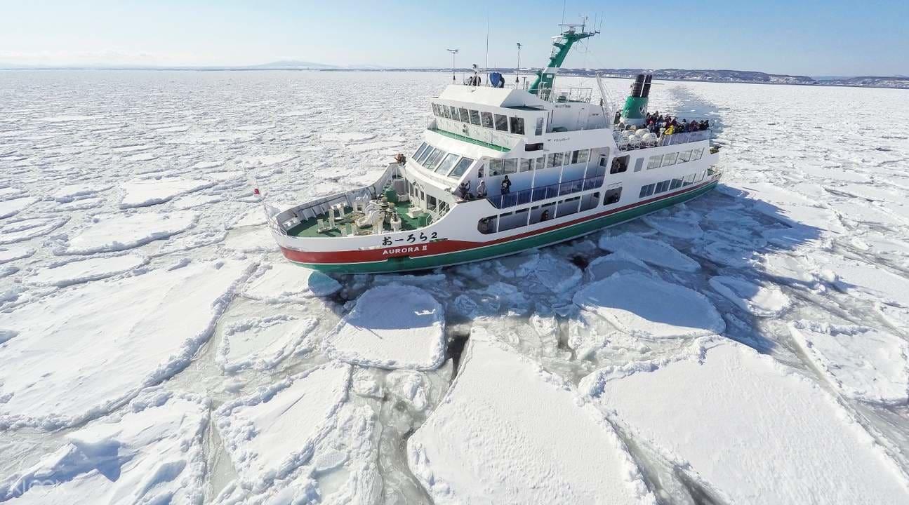 Icebreaker-from-Abashiri-boat-trip