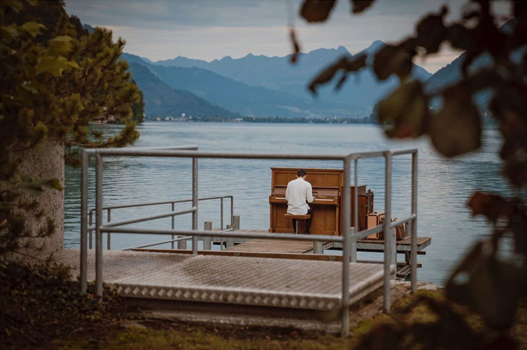 lake-brienz-crash-landing-on-you