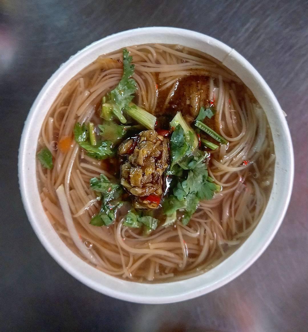 「麻辣大腸麵線」湯頭十分夠味,喜愛吃辣的朋友一定會喜歡。(圖片來源/Instagram-austin.amei)