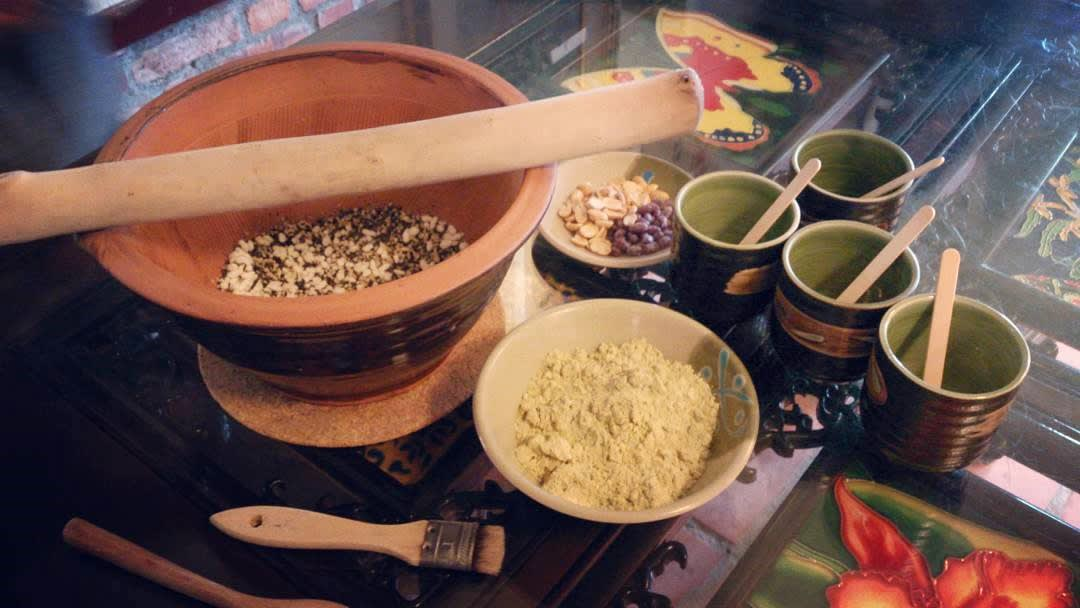 一起來體驗客家擂茶DIY。(圖片來源/Instagram-nikkihuang6012)