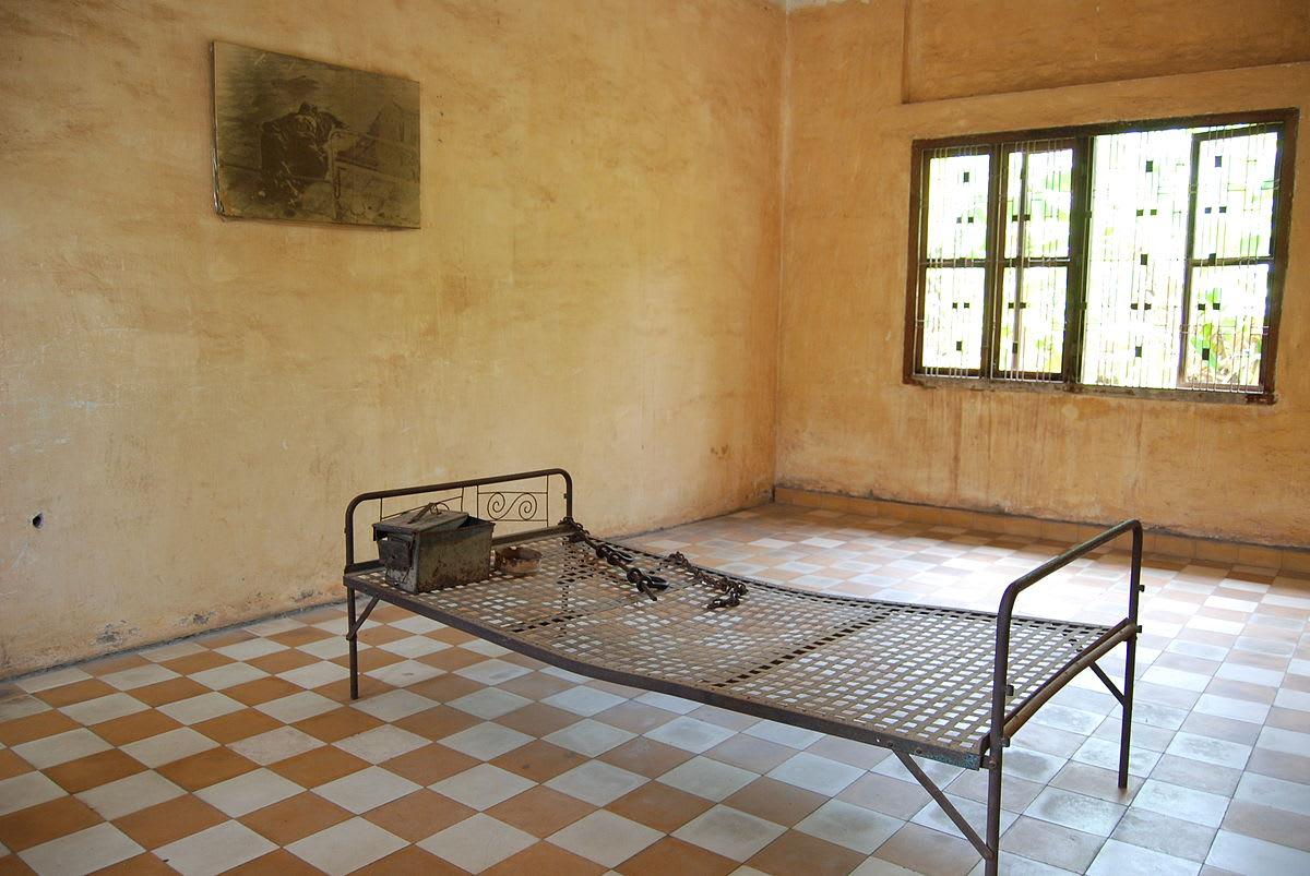 監獄內仍保留當時囚禁人民的刑具 (圖片來源:維基百科)