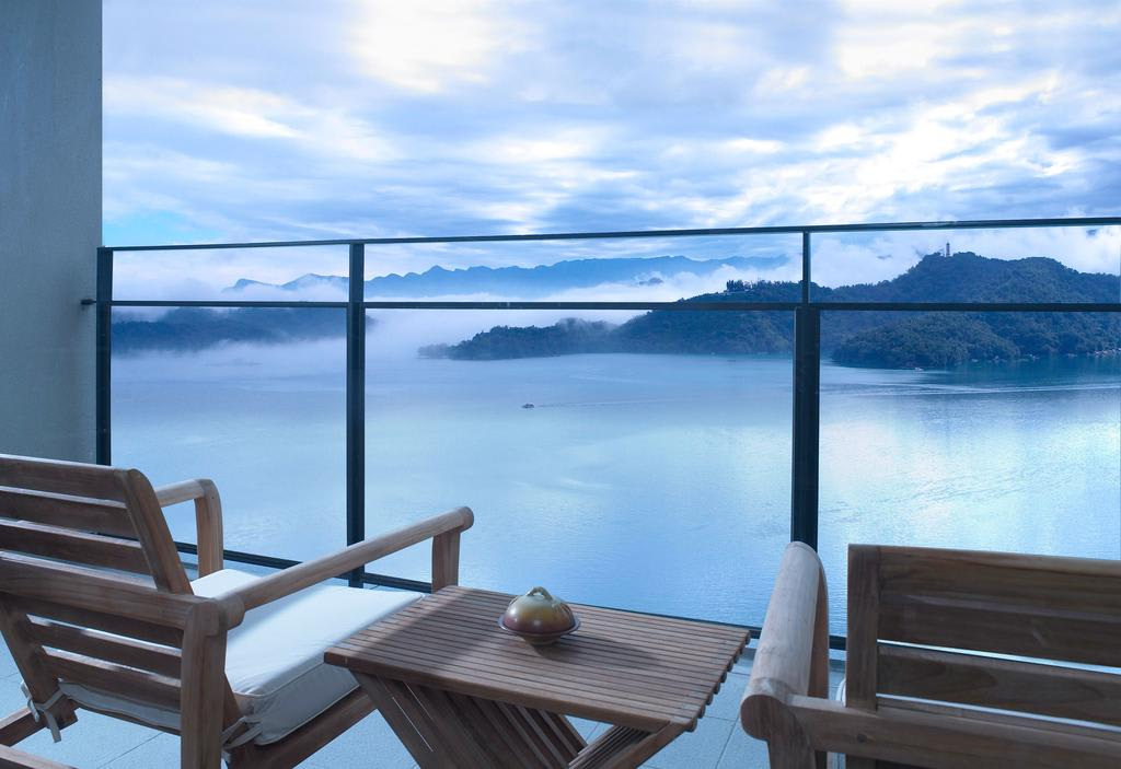 在客房裡就能欣賞美麗雲海。(圖片來源/Booking.com)