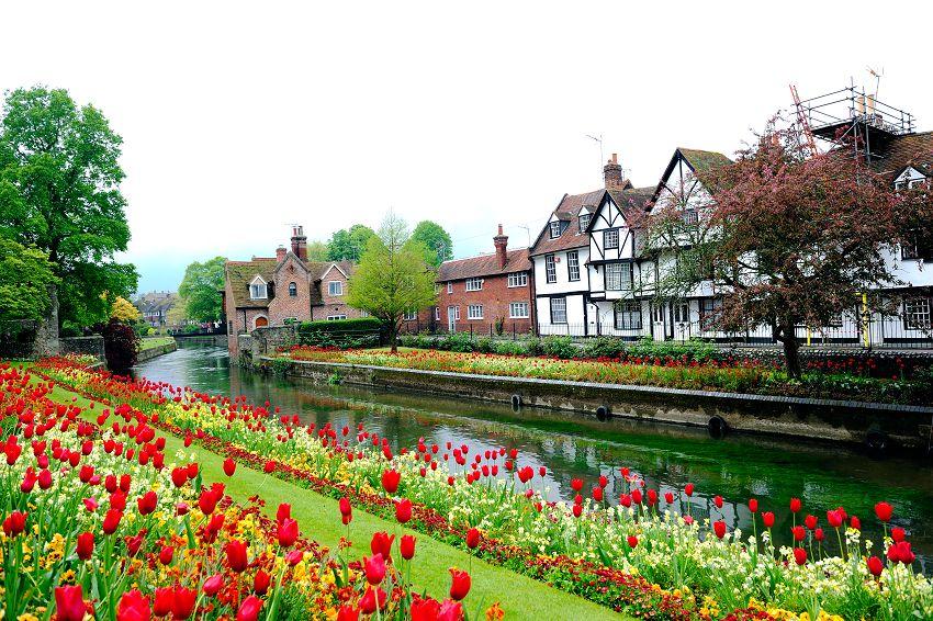 英 國 坎 特 伯 里 充 滿 著 英 倫 氣 息 , 集 結 歷 史 過 去 與 蹤 跡 , 這 裡 有 美 好 的 文 學 氣 質 。