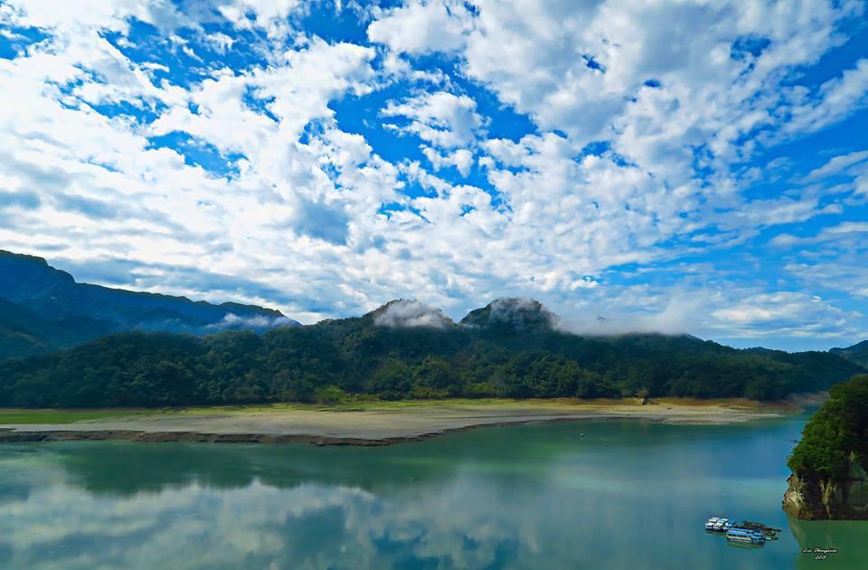台灣最難玩 大 溪 湖 畔 ( 圖 片 來 源 : 大 溪 湖 畔 咖 啡 官 網 )
