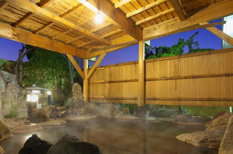 飯店的室外溫泉浴池(照片來源:Hotel Kahantei官網http://www.kahantei.com/)