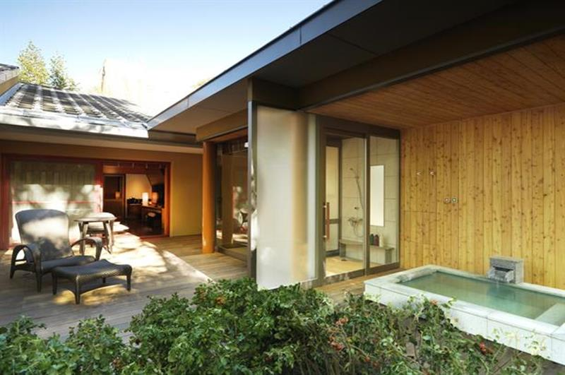 帶露天風呂的套房(照片來源:Jozankei Tsuruga Resort Spa Mori no Uta官網http://www.morino-uta.com/)