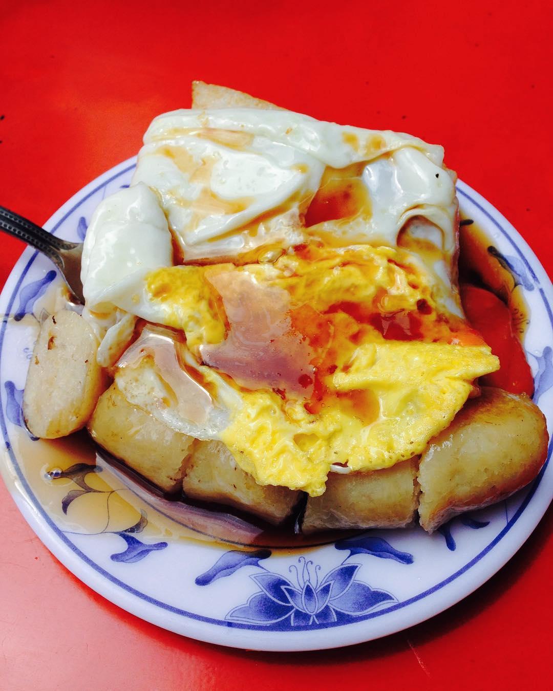 招牌必點-「菜頭粿+糯米腸+煎蛋」。(圖片來源/Instagram-wa122369)