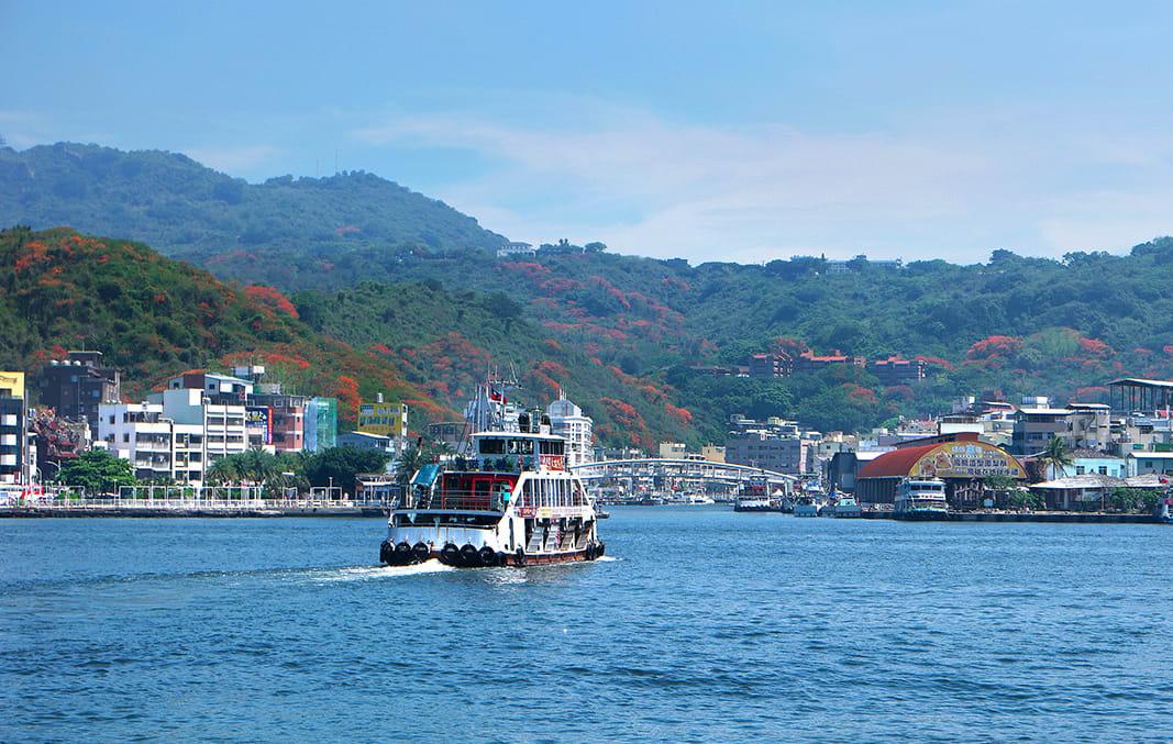 搭乘渡輪到旗津,相當方便快速。(圖片來源/旅遊臺灣網站)