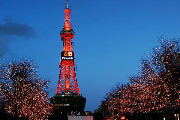 冬 季 的 札 幌 電 視 塔 , 小 巧 精 緻 ( 圖 片 來 源: 日 本 旅 遊 資 訊 網)