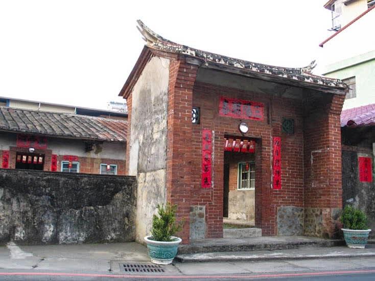 林春雨故居保留紅磚舊瓦的原貌。(圖片來源/東高雄觀光產業聯盟網)