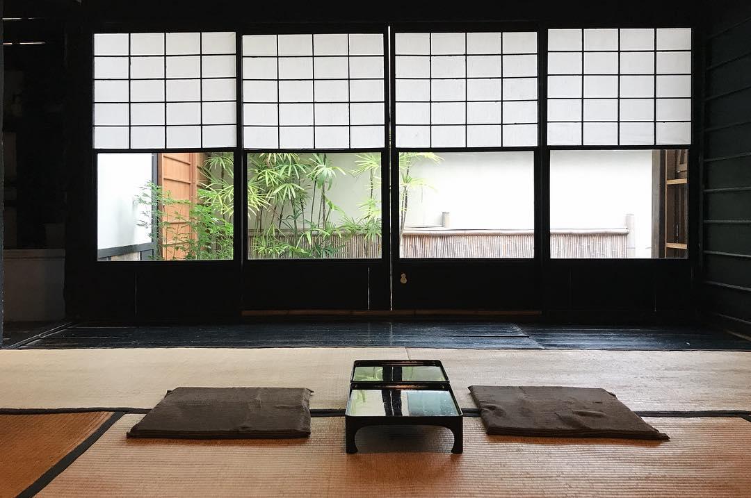 榻榻米和室座位區。(圖片來源/Instagram-tungkuo)