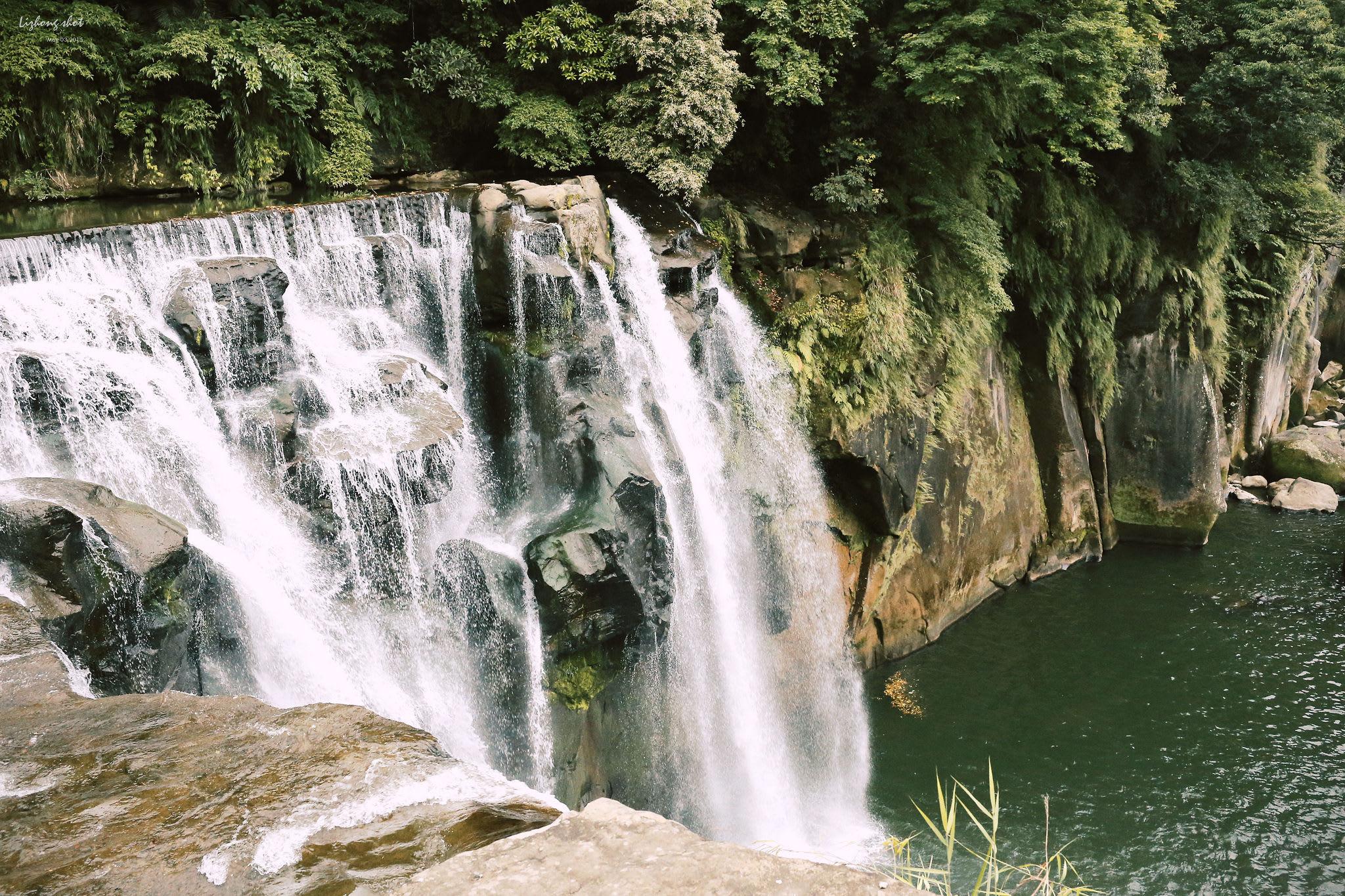 氣勢磅礡的望谷瀑布。(Flickr授權作者-lizhong)