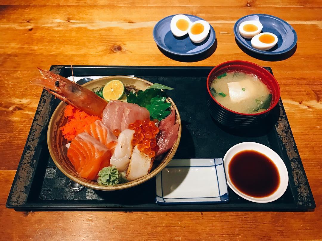 海鮮丼飯。(圖片來源/Instagram-adlibpiano)