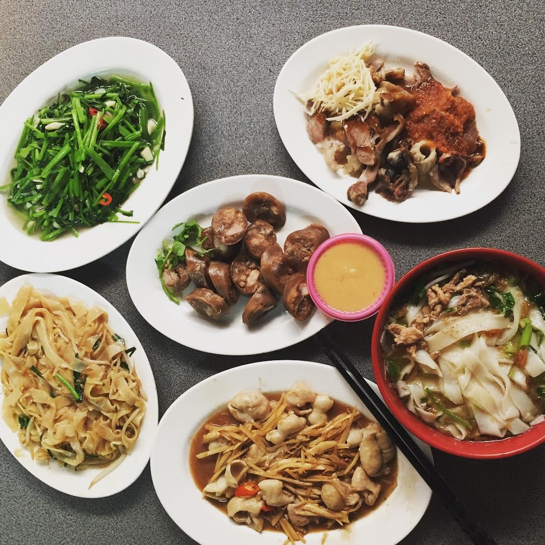 琳琅滿目的客家菜餚,每一道都是道地的經典美味。(圖片來源/Instagram-chen_jia_zhen)