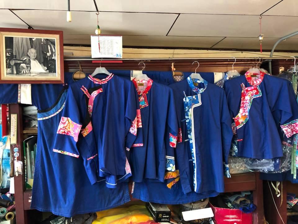 藍衫是客家女性的傳統服飾。(圖片來源/美濃藍衫錦興行FB粉絲團)
