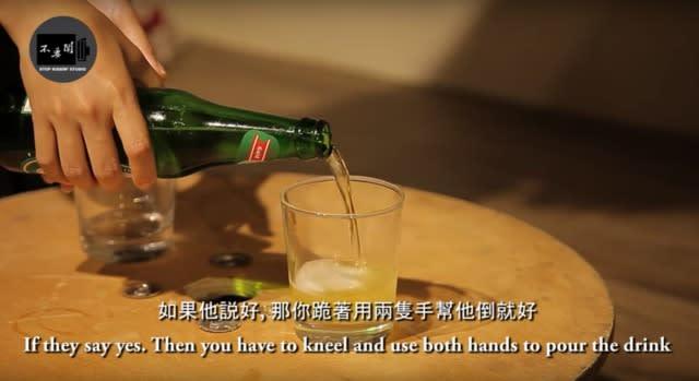 韓國喝酒禮儀 一 定 要 問 長 輩 要 不 要 喝 酒, 如 果 是 同 輩 的 話 就 看 交 情 囉