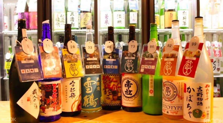 喝到飽居酒屋 各 種 限 量 、 季 節 性 燒 酒 喝 到 飽 只 要 3000 日 圓 。