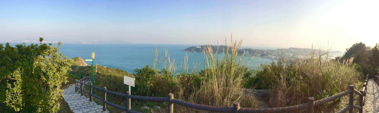 從 北 眺 亭 眺 望 長 洲 島 , 來 到 彷 彿 不 是 香 港 水 泥 都 市 的 仙境