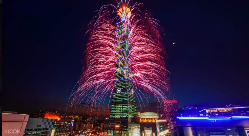 台 北 101 煙 火 秀 。