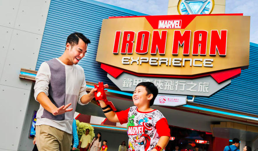 世 界 唯 一 一 座 鋼 鐵 人 遊 樂 設 施 。  圖 片 來 源 : 香 港 迪 士 尼 官 網