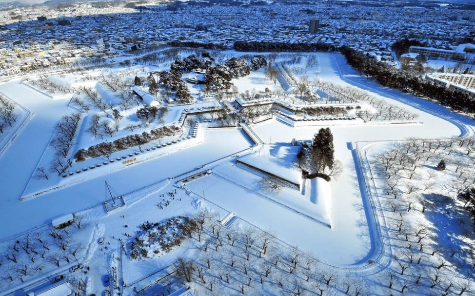 冬 季 雪 白 的 五 陵 郭 ( 圖 片 來 源 : 小 沈 的 旅 遊 天 地 )