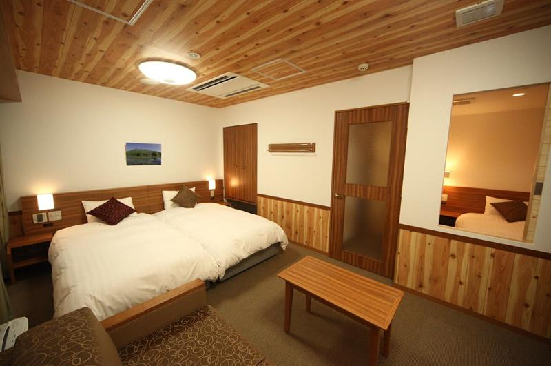 設計溫馨的雙人雙床型客房(照片來源:Dormy Inn PREMIUM Sapporo官網https://goo.gl/yvbCF3)