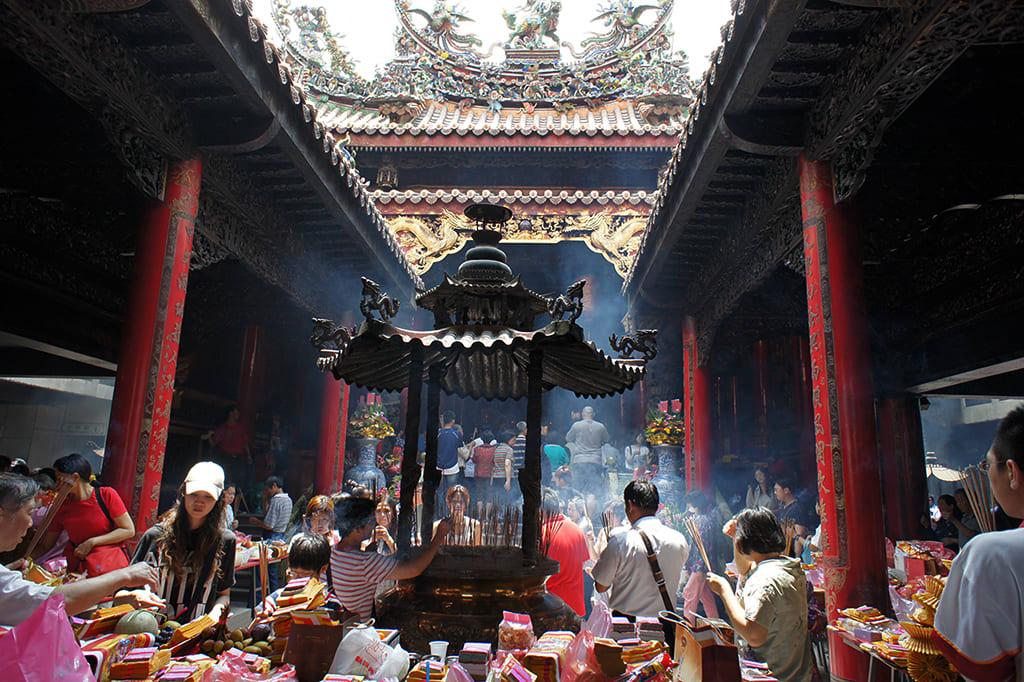 許多信眾特地來此拜拜,香火十分鼎盛。(圖片來源/旅遊臺灣網站)