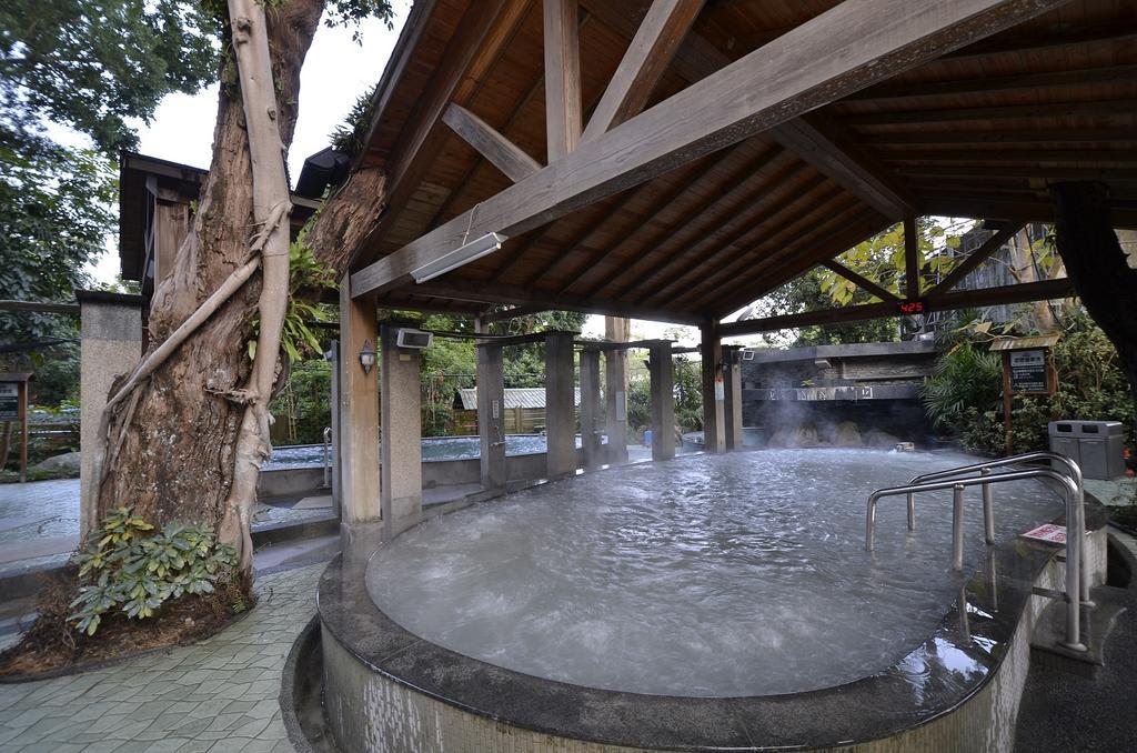 露天泥漿溫泉風呂。(圖片來源/Booking.com)