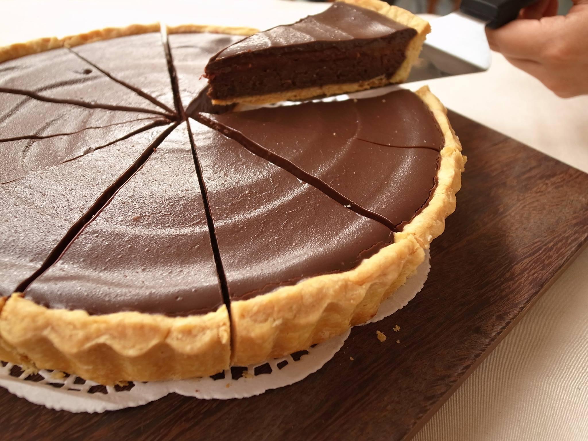 美味的「香蕉覆盆子巧克力塔」,是小編在拾米屋最愛的甜點。(圖片來源/北投拾米屋粉絲團)