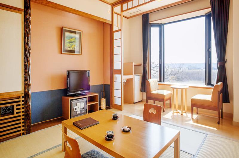 帶有景觀的和室房型(照片來源:十勝川溫泉觀月苑官網https://www.kangetsuen.com/tw/)