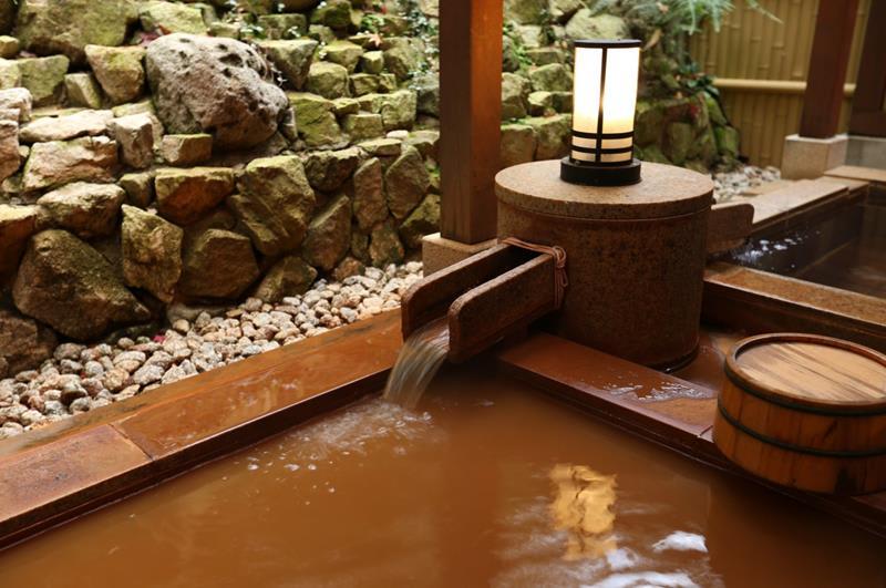 """有馬溫泉最古老的金泉(照片來源:有馬溫泉觀光協會繁體中文官網)<a href=""""http://visit.arima-onsen.com/tw/"""">http://visit.arima-onsen.com/tw/</a>"""