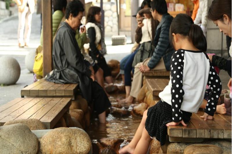 金之湯門口有金湯足浴可體驗泡腳(照片來源:有馬溫泉觀光協會繁體中文官網)http://www.arima-onsen.com/