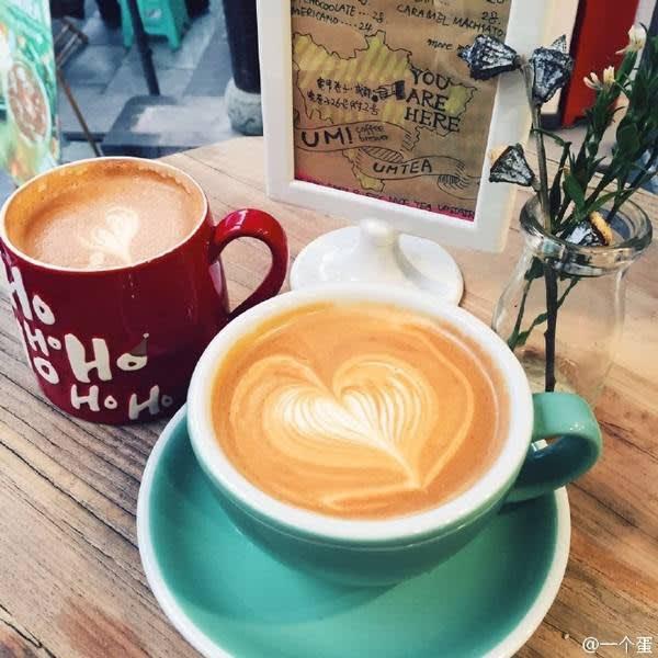 咖 啡 拉 花 。