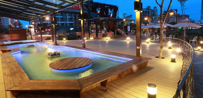 9號溫泉魚是戶外座位,到傍晚氣氛超好(照片來源:NO.9號溫泉旅店)